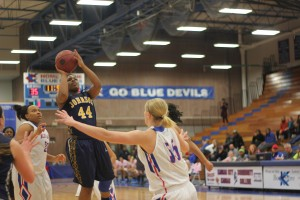 Nieka Wheeler hits a jumper on the road against Kansas City Kansas City Kansas Community College. The Cavs won the game 64-52 and sealed up the number one seed in regionals and a bye.